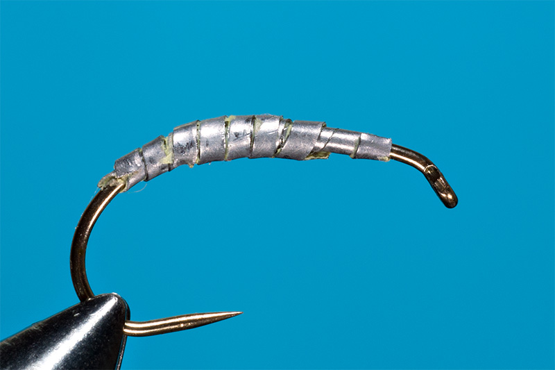 tying-gammarus-nymph-step-1-fixing-the-lead-on-the-hook